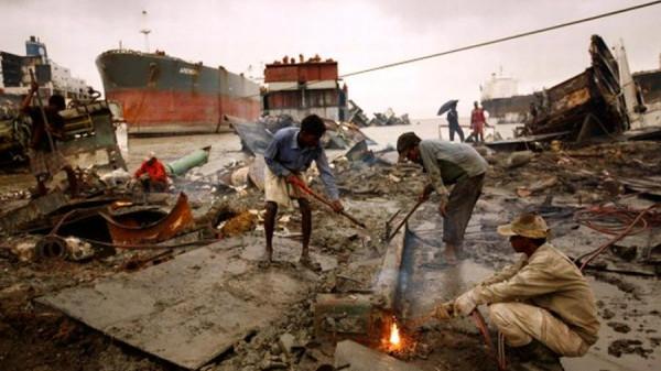 জাহাজ ভাঙায় আবারও শীর্ষস্থানে বাংলাদেশ